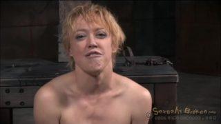 Svázaná blondýnka je análně ojetá – BDSM porno